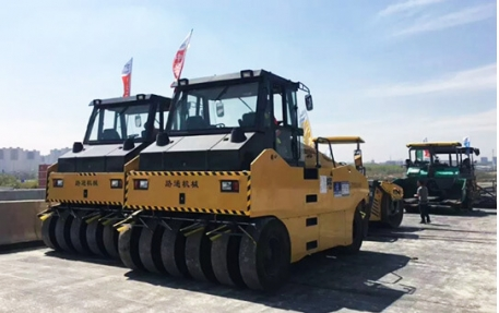 LUTONG 10units 20-30tons Road Roller In Xinjiang China